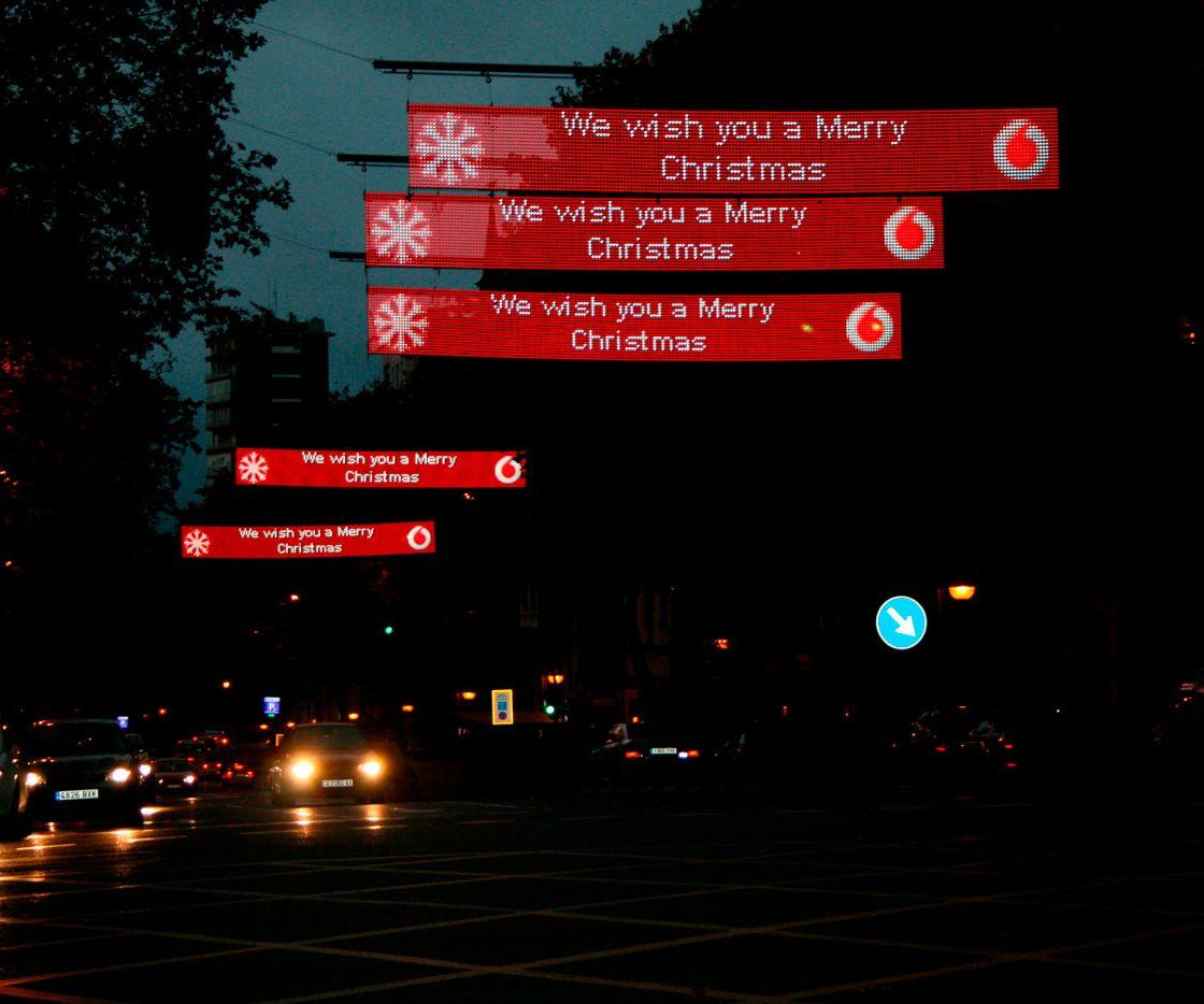 Cortina-LED-vodafone-Navidad-DOOH-2-LedDream