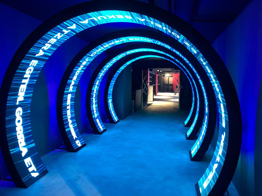 Pantalla-LED-en-forma-de-arco-MuseoEibar-LedDream