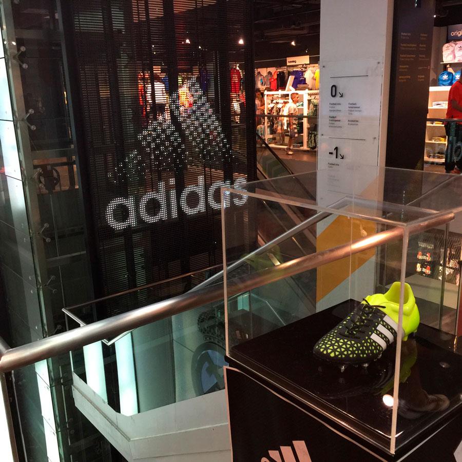 Pantalla-LED-transparente-Tienda-Oficial-Real-Madrid-LedDream